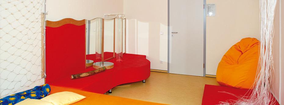 der farbige sinnesraum zum snoezelen. Black Bedroom Furniture Sets. Home Design Ideas